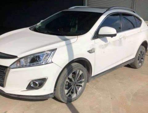 Cần bán xe Luxgen U6 năm sản xuất 2015, màu trắng, xe nhập