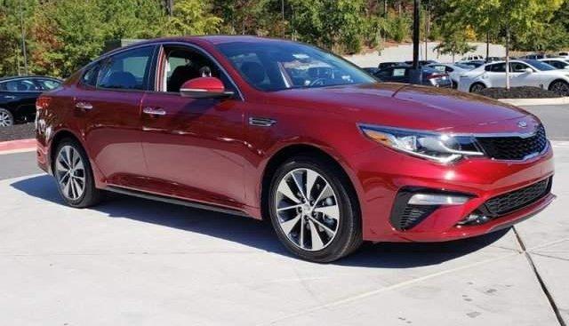 Cần bán Kia Optima năm sản xuất 2019, màu đỏ, giá 789tr