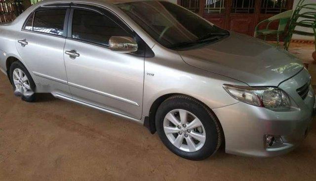 Cần bán lại xe Toyota Corolla Altis năm 2010, màu bạc xe gia đình, giá tốt