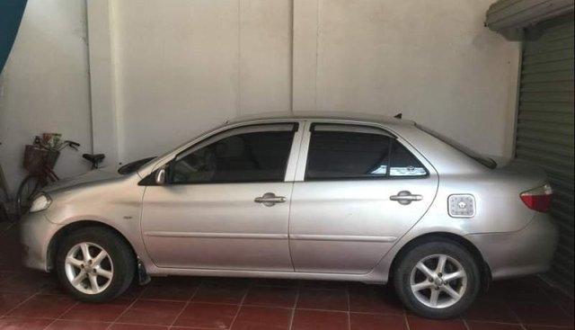 Bán xe Toyota Vios sản xuất 2005, màu bạc số sàn