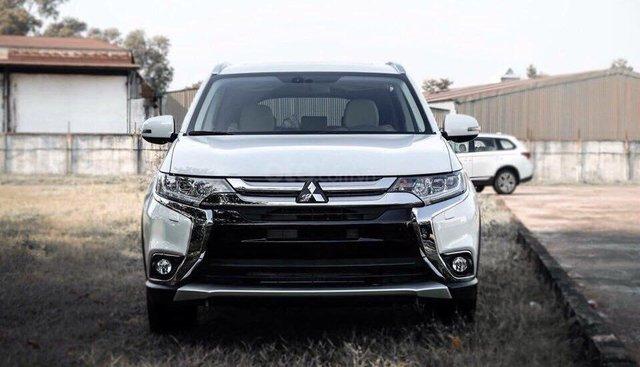 Mitsubishi Outlander 2.0 CVT Premium 2019, màu trắng, hỗ trợ 80%. Liên hệ 0969 496 596 để nhận thêm ưu đãi