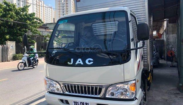 Bán xe tải JAC 2 tấn 4 thùng kín, có tải trọng 2390kg, lòng thùng hàng dài lến đến 4m3