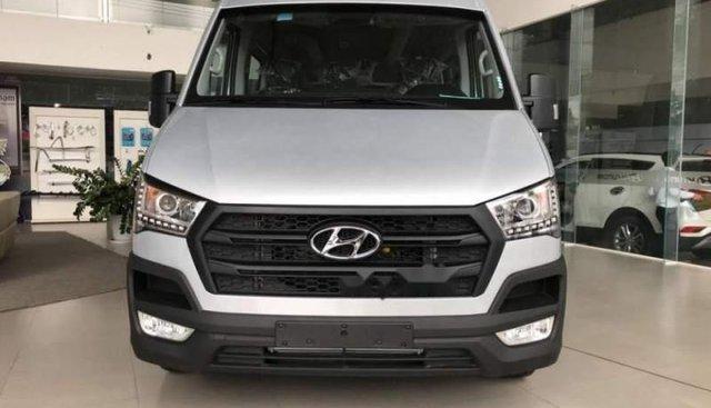 Bán ô tô Hyundai Solati năm 2019, màu bạc