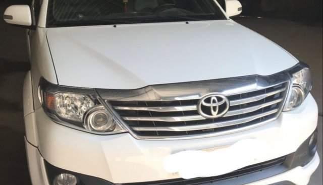 Bán xe Toyota Fortuner 2015, màu trắng, số tự động