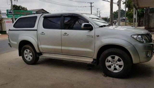 Bán Toyota Hilux sản xuất 2010, màu bạc