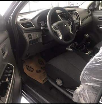 Bán xe Mitsubishi Triton 4x2 AT năm sản xuất 2019, màu đen, nhập khẩu