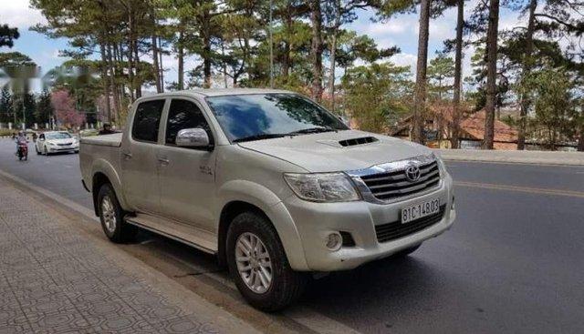 Bán Toyota Hilux năm 2011, màu bạc