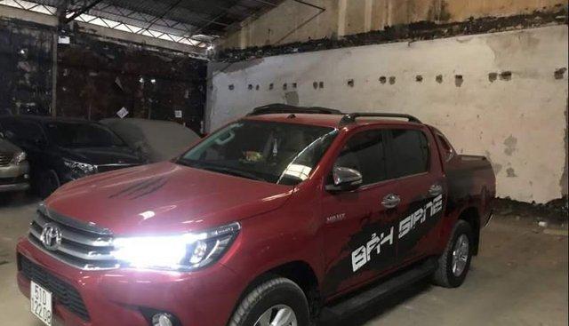 Bán Toyota Hilux sản xuất 2017, màu đỏ, xe nhập
