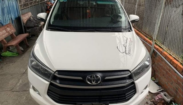 Bán lại xe Toyota Innova năm 2016, màu trắng, 650tr