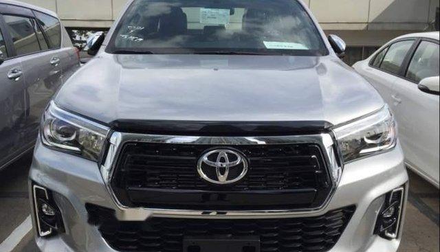 Bán Toyota Hilux 2019, màu bạc, nhập khẩu