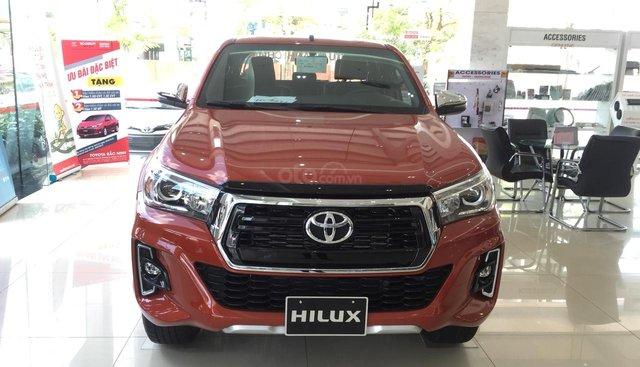 Cần bán Toyota Hilux 2.8G sản xuất năm 2019, màu cam, xe nhập, giá chỉ 868 triệu