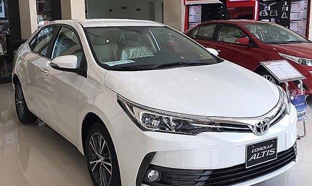 Bán Toyota Corolla Altis 1.8G AT năm 2019, màu trắng