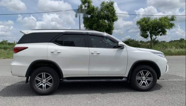 Bán xe Toyota Fortuner sản xuất 2017, màu trắng, xe nhập