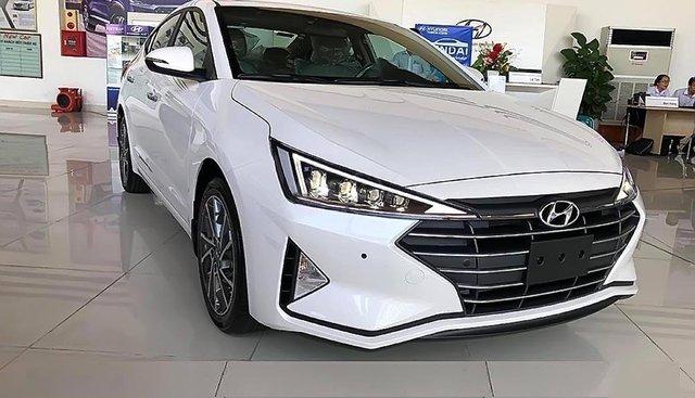 Bán Hyundai Elantra đời 2019, màu trắng