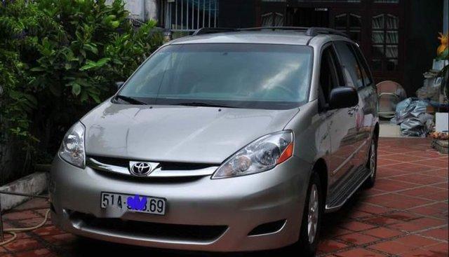 Cần bán xe Toyota Sienna LE đời 2008, màu bạc, nhập khẩu nguyên chiếc xe gia đình