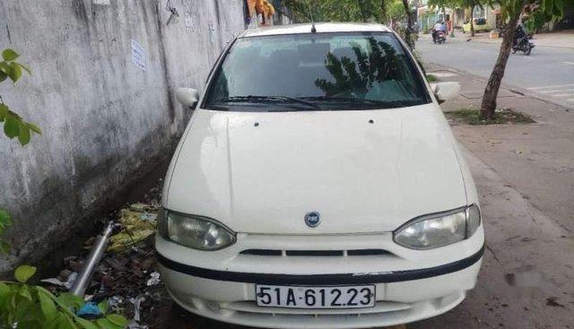 Cần bán gấp Fiat Siena đời 2003, màu trắng, máy êm zin, nội thất đẹp