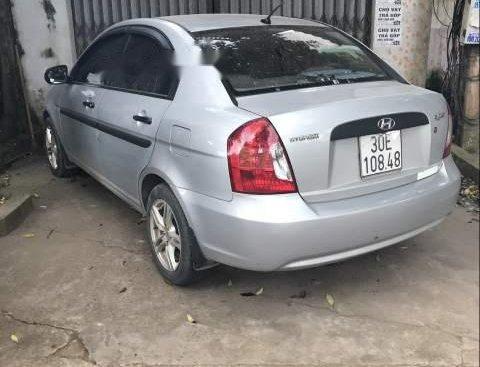 Gia đình cần bán gấp xe Hyundai Accent 2009 nhập khẩu, số sàn