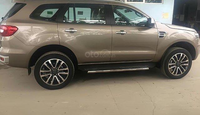Bán Ford Everest Titaninum 4x2AT 2019, màu vàng, xe nhập