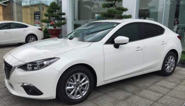 Bán Mazda 3 1.5AT đời 2016, màu trắng, nhập khẩu