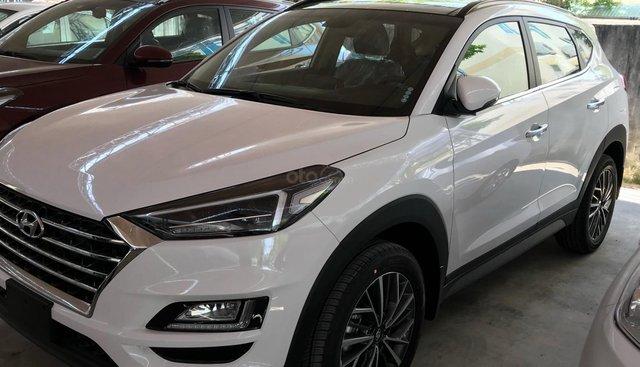 Bán Tucson 2019, xe có sẵn giao ngay màu trắng, tính năng hoàn toàn mới, hỗ trợ trả góp 80% giá trị xe