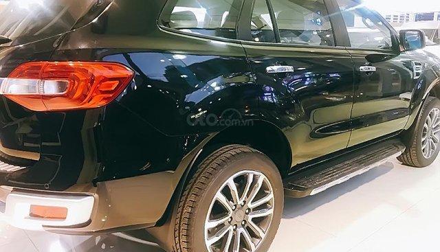 Bán xe Ford Everest Titanium 2.0L 4x2 AT đời 2018, màu đen, xe nhập