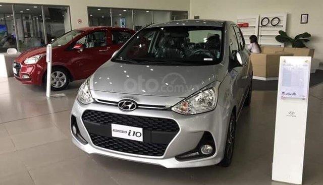 Hyundai Grand I10 1.2 AT bạc giao ngay, hỗ trợ đăng ký Grab, tặng bộ phụ kiện cao cấp. LH: 0903175312