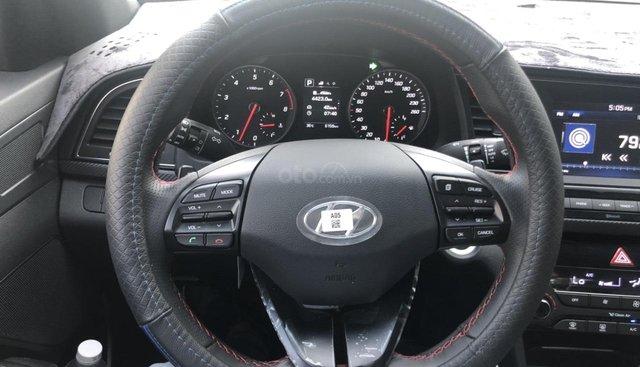 Bán Hyundai Elantra Sport 1.6AT Turbo màu đỏ, số tự động sản xuất 2018, đi 6000km
