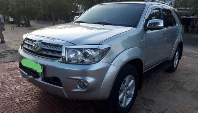 Bán Toyota Fortuner MT sản xuất 2010, màu bạc