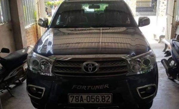 Bán Toyota Fortuner đời 2010, màu xám, nhập khẩu, số sàn