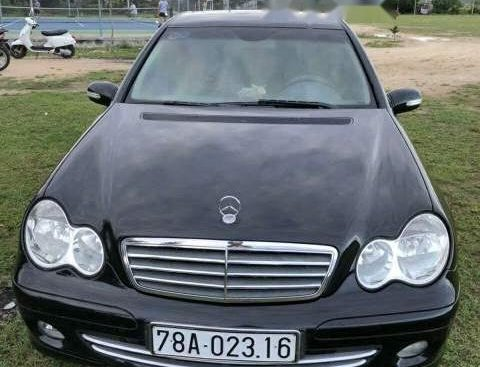 Gia đình bán Mercedes C180k năm 2004, màu đen