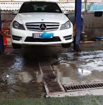 Gia đình bán ô tô Mercedes C300 đời 2014, màu trắng