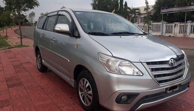 Cần bán Toyota Innova MT 2015, màu bạc