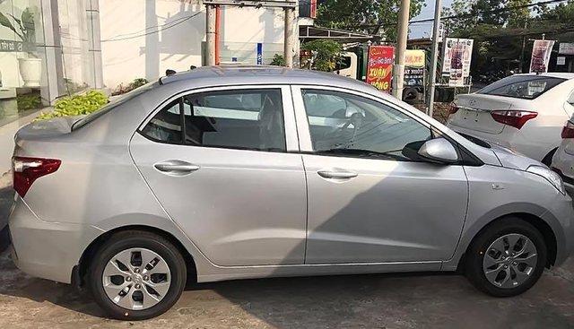 Bán xe Hyundai Grand i10 1.2 MT Base đời 2019, màu bạc