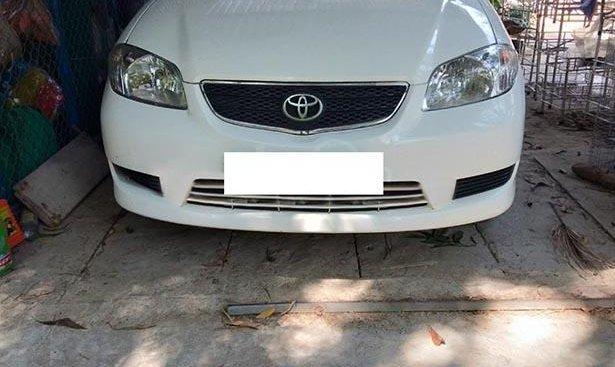 Cần bán lại xe Toyota Vios năm 2004, màu trắng