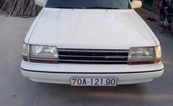 Bán lại xe Toyota Corona 1986, màu trắng còn mới