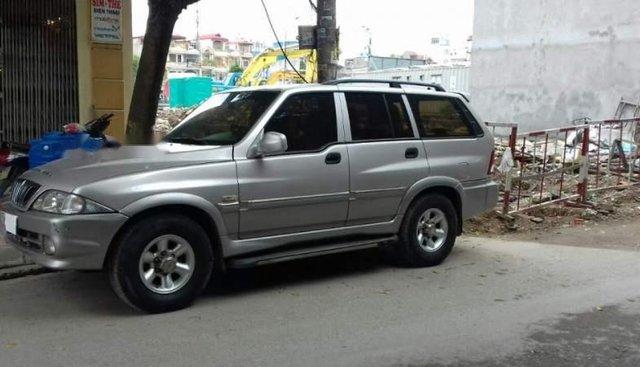 Cần bán xe Ssangyong Musso 2.4AT 2004, màu bạc