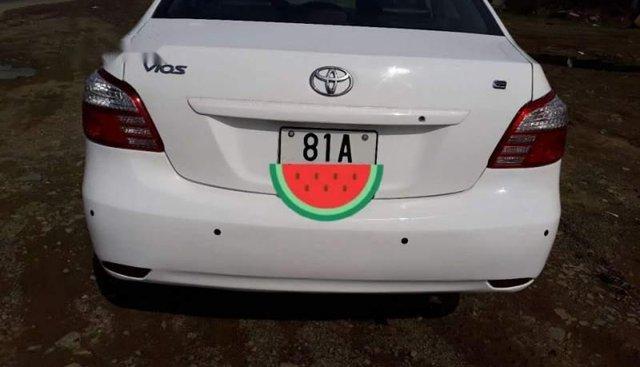 Bán Toyota Vios sản xuất năm 2009, màu trắng, nhập khẩu số sàn