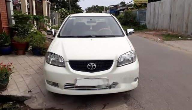 Cần bán xe Toyota Vios năm sản xuất 2004, màu trắng chính chủ, 175 triệu