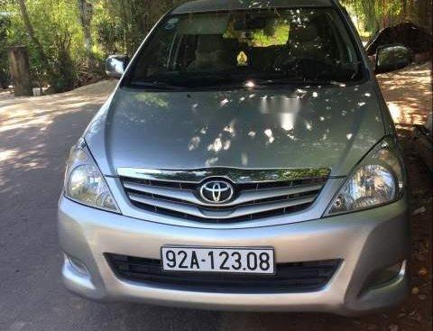 Cần bán lại xe Toyota Innova sản xuất 2011, màu bạc