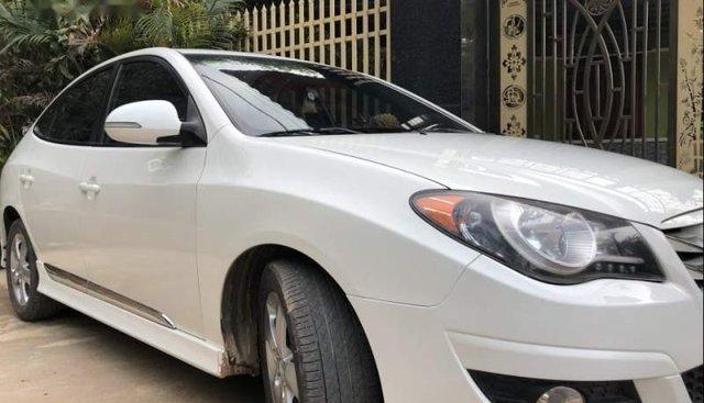 Bán Hyundai Avante 2.0AT 2011, màu trắng, máy êm ru