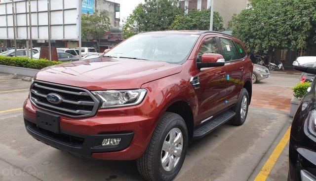 Giá Ford Everest Ambiente 10 AT 2019 2.0 4x4 màu đỏ, giao ngay giảm 100 triệu tiền mặt. Lh 0965423558