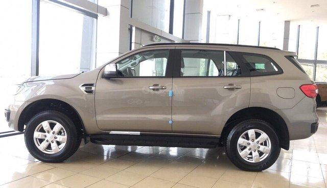 Cần bán xe Ford Everest Ambiente AT 2019, xe mới màu vàng cát, nhập khẩu nguyên chiếc. Lh 0965.423.558