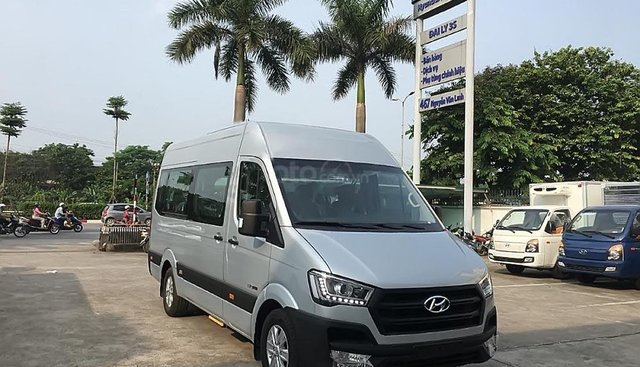 Bán ô tô Hyundai Solati đời 2019, màu bạc