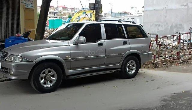 Cần bán lại xe Ssangyong Musso 2004, màu bạc
