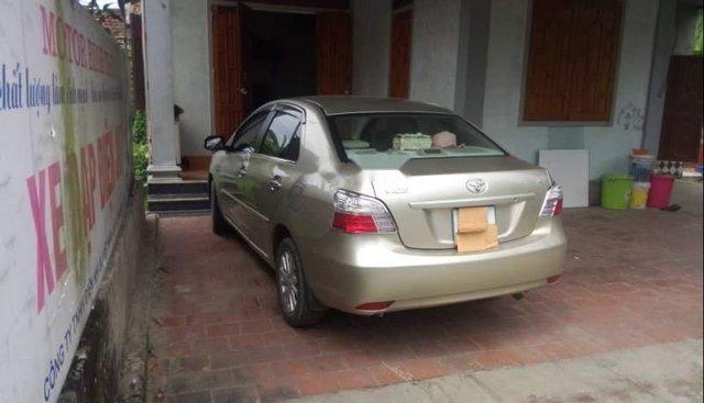 Gia đình bán Toyota Vios năm sản xuất 2011, màu vàng cát