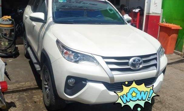 Cần bán lại xe Toyota Fortuner 2017, màu trắng, nhập khẩu số sàn