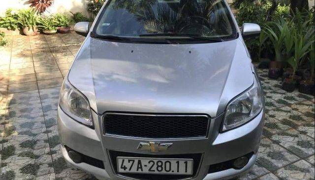 Bán ô tô Chevrolet Aveo năm sản xuất 2015, màu bạc