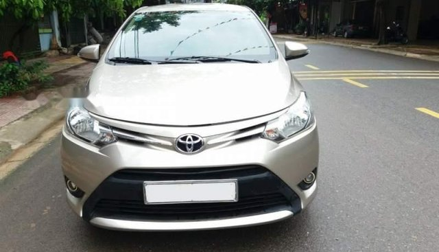Cần bán xe Toyota Vios năm 2015 số sàn