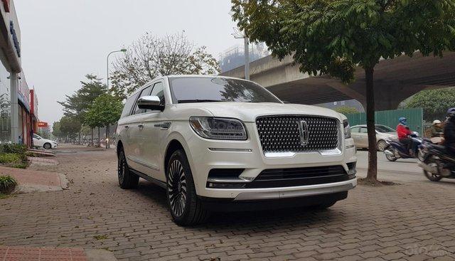 Bán Lincoln Navigator L Black Label màu trắng, nội thất nâu đỏ, xe sản xuất 2019, nhập khẩu nguyên chiếc mới 100%