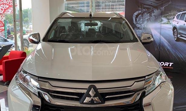 Bán xe Mitsubishi Pajero Sport 2.4D 4x2 MT đời 2019, màu trắng, nhập khẩu nguyên chiếc, giá chỉ 980 triệu
